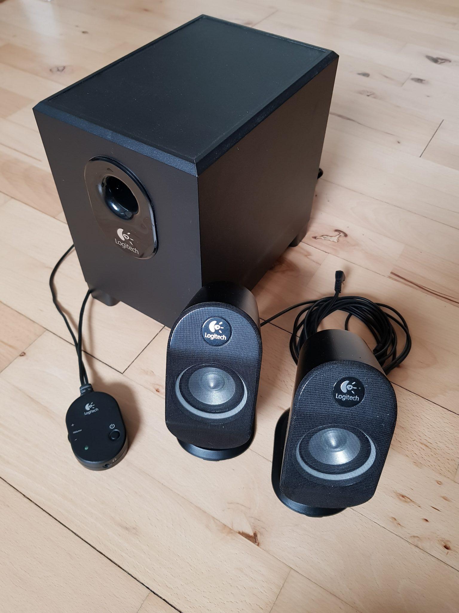Logitech X-210 højttalersystem til PC og Mac