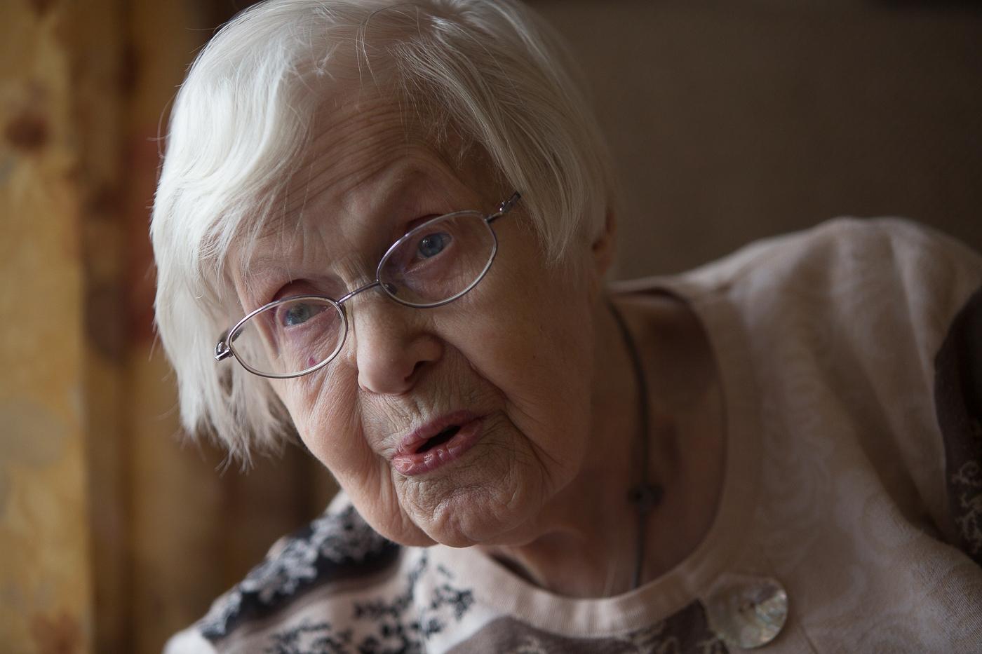 100 årige Agnes Borregaard på plejehjemmet Solgården i Fjerritslev fik sent børn. Hun var 27 år, da hun fik sit første barn. Foto: Jan Høst-Aaris