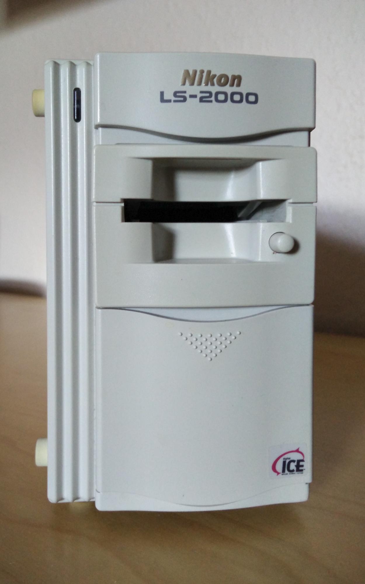 Brugt Nikon LS-2000 filmscanner der sælges af Jan Høst-Aaris tlf. 21664018